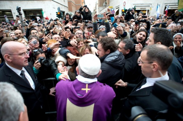 papa_francesco_folla_santanna-586x389