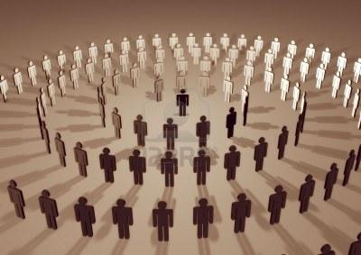 1843602-illustrazione-di-una-spirale-di-persone-che-circondano-un-individuo